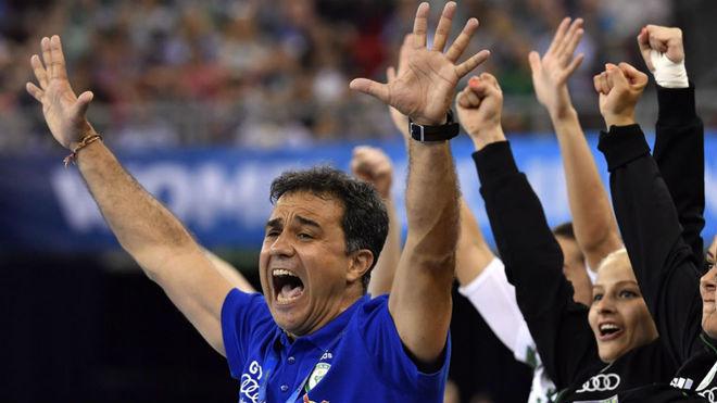 Ambros Martín celebra un gol del Gyori ETO durante la Final Four de...