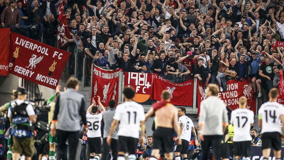 Los jugadores del Liverpool, tras clasificarse para la final en Roma.