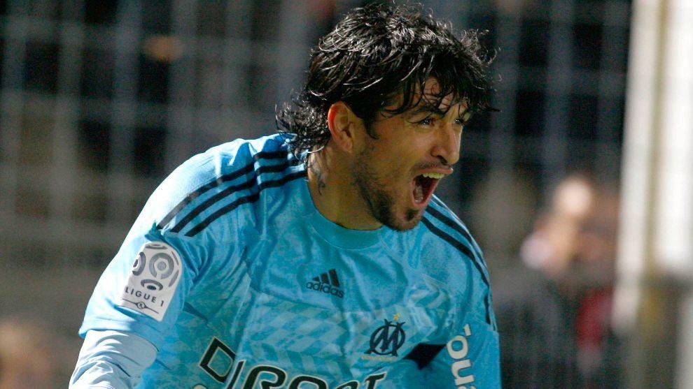 Lucho González durante un partido con el OM