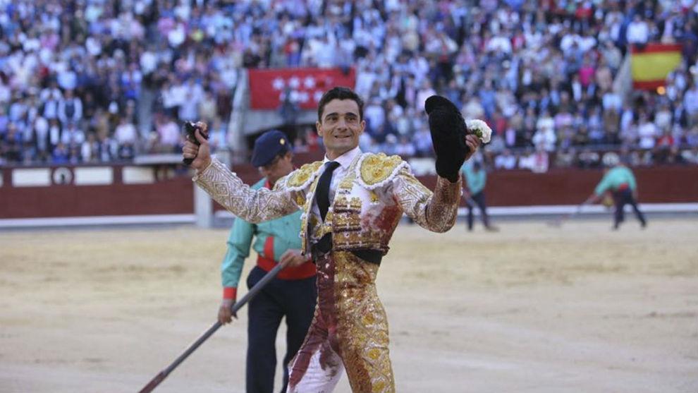 Paco Ureña, con la oreja del quinto de la tarde.