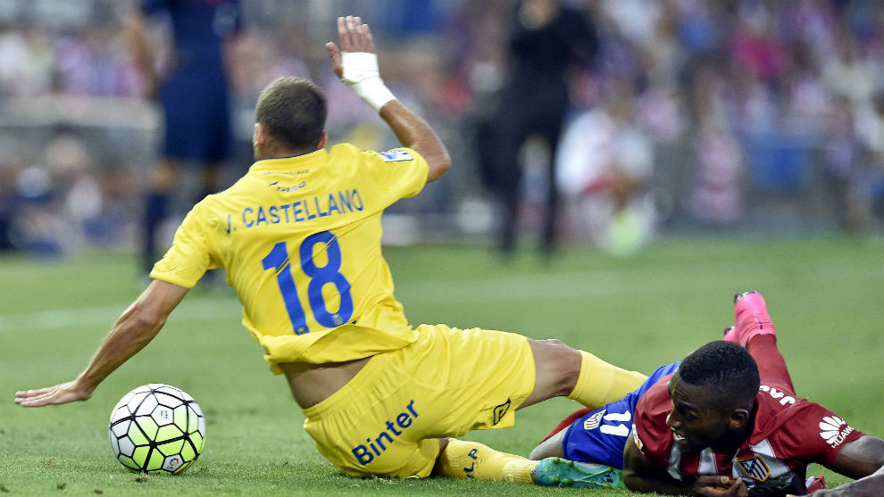 Javi Castellano durante un partido entre Las Palmas y el Atlético de...