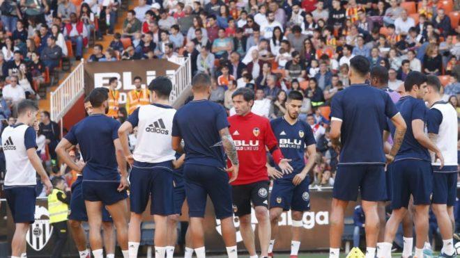 Marcelino dando órdenes con Mestalla a rebosar.