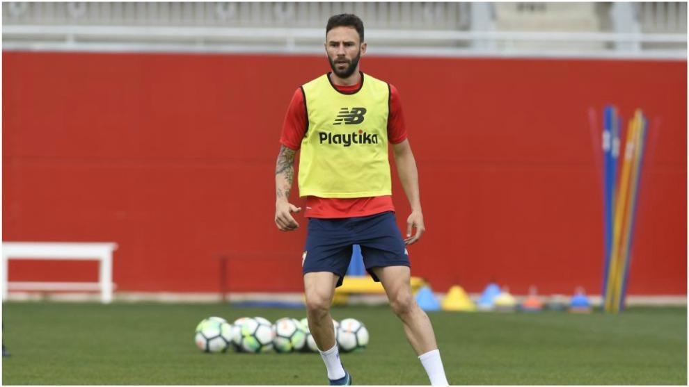 Layún, en un entrenamiento con el Sevilla.