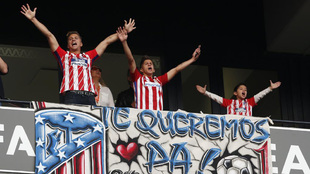 Giovani y Gianluca Simeone, los dos primeros por la izquierda, en la...