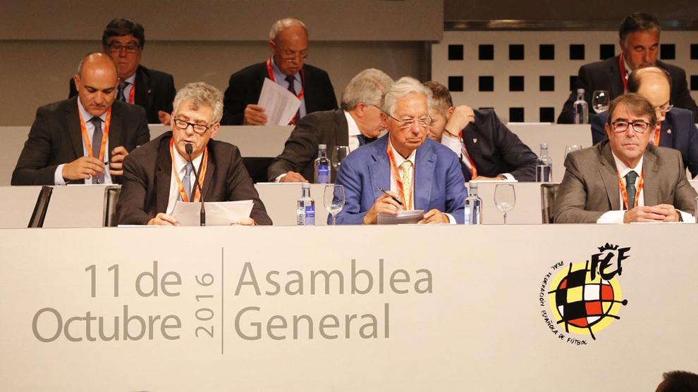 Villar y Jorge Pérez durante la Asamblea General de 2016.