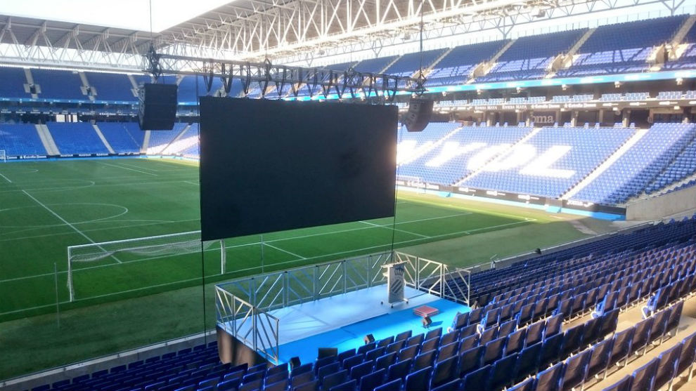 Imagen del RCDE Stadium preparándose para un evento.
