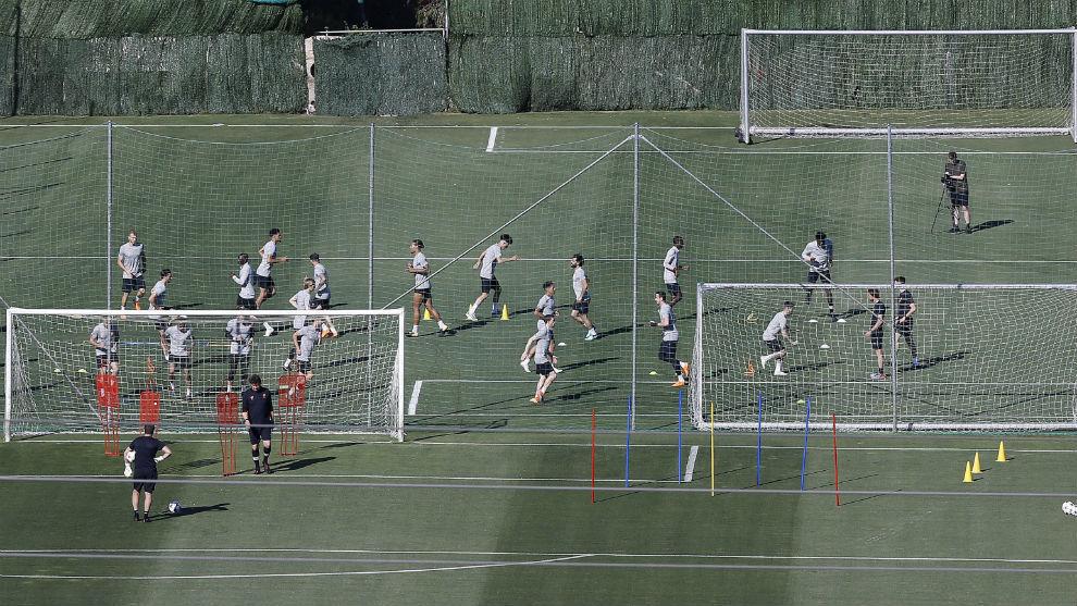 Imagen lejana del entrenamiento del Liverpool del miércoles.