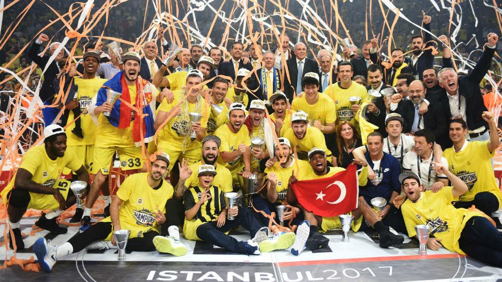 El Fenerbahçe celebra la Euroliga conquistada en la 'Final Four' de...