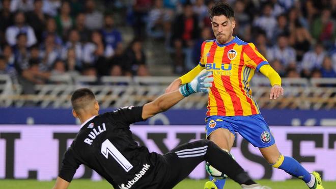 Nacho Vidal  marca su primer gol con el Valencia.