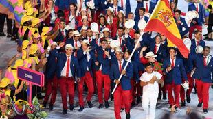 Rafa Nadal lidera a la delegación española en la ceremonia inaugural...