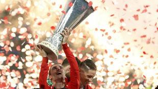 Griezmann, con la Europa League.