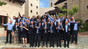 Los miembros de la candidatura celebran la designación de Courchevel...