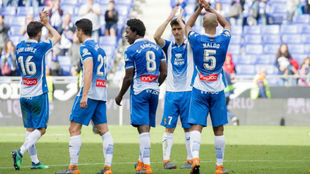 La plantilla del Espanyol agradece el apoyo a la afición en el...