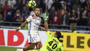 Depay define para dar la victoria al Lyon