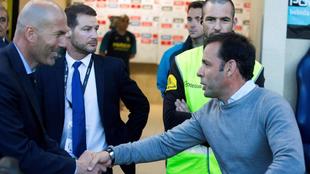 Calleja saluda a Zidane antes del inicio del choque de La Cerámica.