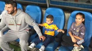 Gignac, con sus hijos en la banca del Stade Vélodrome