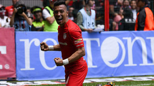 Fernando Uribe celebra un gol en el Estadio Nemesio Diez