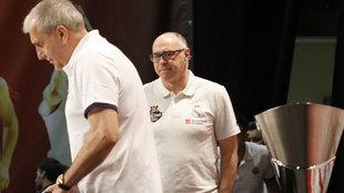 Laso mira a Obradovic en rueda de prensa