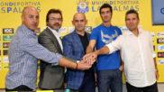Paco Jémez posa junto a su equipo técnico y Toni Cruz