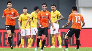 Augusto Fernández celebra su gol al Guangzhou Evergrand