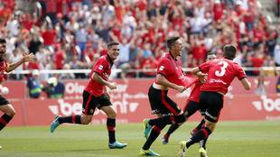 El Mallorca celebra el gol de Raíllo