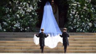 Meghan Markle en su entrada a la boda real británica con el Príncipe...