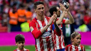 Fernando Torres, con sus hijos, se despide de la afición del...