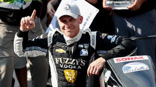 Carpenter celebra su tercera pole position en Indy.