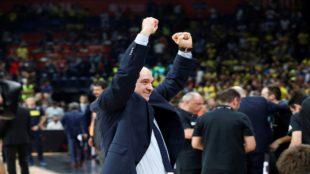 Laso celebra el título de la Euroliga