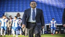Chen Yansheng, en el RCDE Stadium por delante de los jugadores