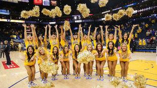 Las cheerleaders de los Warriors celebran la victoria