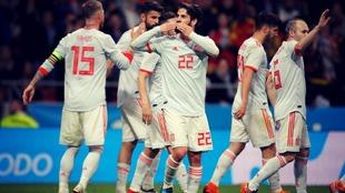 Isco celebra uno de los goles que España consiguió en el último...