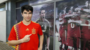 Soler posa para MARCA con la camiseta de la selección española.