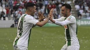 Sergi Guardiola y Aguza celebran el primer gol al Almería este...