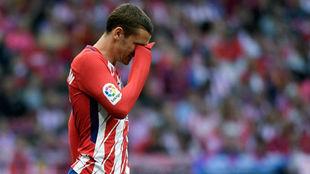 Griezmann, cariacontecido durante el partido ante el Eibar.