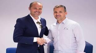 Luis Helguera posa con Tito tras su confimación como Secretario...