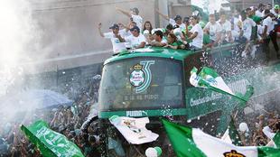 Los jugadores desfilaron por las calles de Torreón.