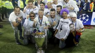 El Real Madrid celebra el triunfo en la final de Champions ante la...