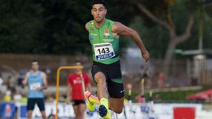 Pablo Torrijos, durante un salto en competición