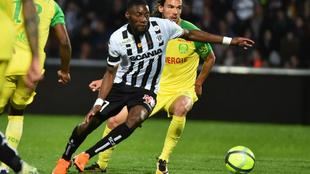 Ekambi, en un partido con el Angers.