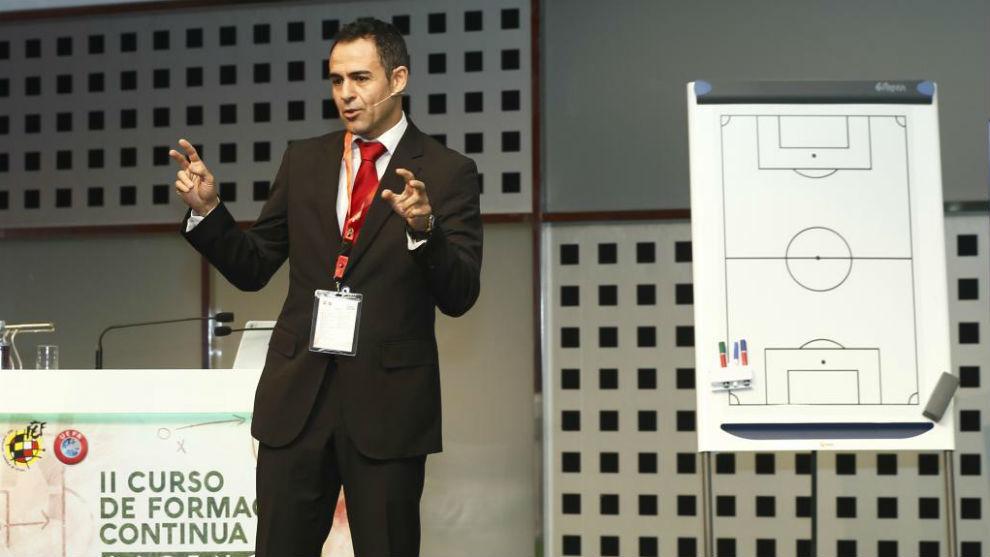 El nuevo presidente de los árbitros, Carlos Velasco Carballo.