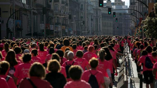 Miles de mujeres en la Carrera de la Mujer de Madrid