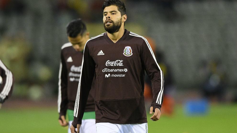 Néstor Araujo durante un partido de la selección mexicana.