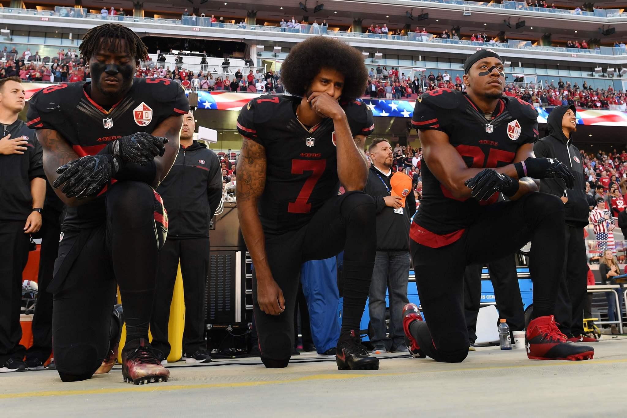 Prohíben protestas durante himno nacional en la NFL