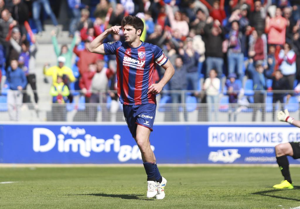 Gonzalo Melero comparte liderato goleador con el 'Cucho' (16).