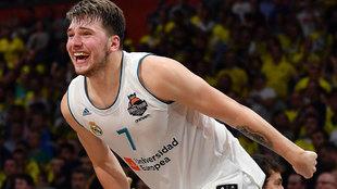 Luka Doncic celebra el triunfo en la Euroliga