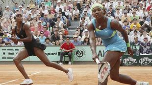 Venus y Serena, durante un partido de dobles
