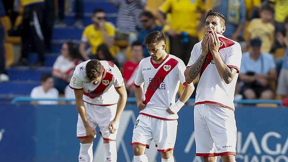 Trejo, Fran Beltrán y otro compañero se lamentan tras la goleada en...