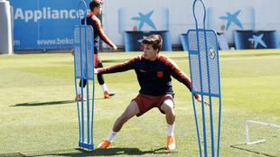Riqui Puig, en un entrenamiento con el primer equipo del Barcelona.