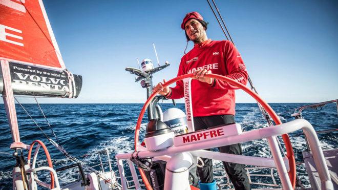 Blair Tuke, a la caña del MAPFRE en la Volvo Ocean Race